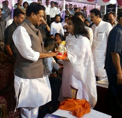 Chief-Minister_of-Maharashtra-Ganpati-Visarjan-small