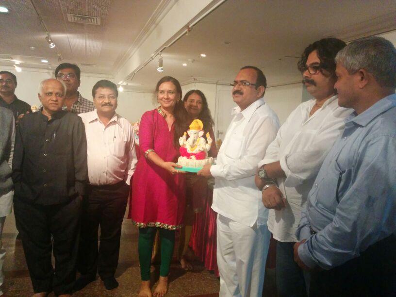 Hon-cabinate-minister-Shri-Sanjay-Deotale-bless-Ecoganesh-Festival-2014